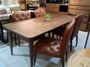 木製家具や布地ソファで雰囲気温度アップ・・(´∀`)の写真1